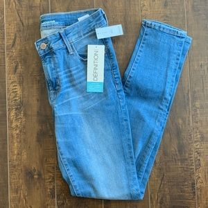 NWT Old Navy Rockstar Mid Rise size 4